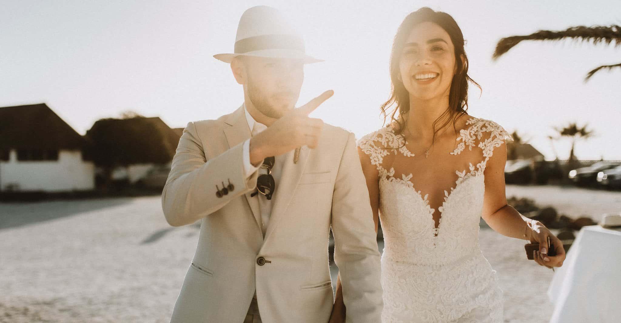 Planes y precios. Fotografia de Matrimonio. Claudia y Thiago. Caminando por las hermosas playas de la Cuarta Region, en Totoralillo precisamente.